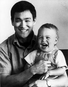 بروس با پسرش برندون در ۱۹۶۶