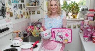 Natasha-Goldsworth-hello-kitty-2
